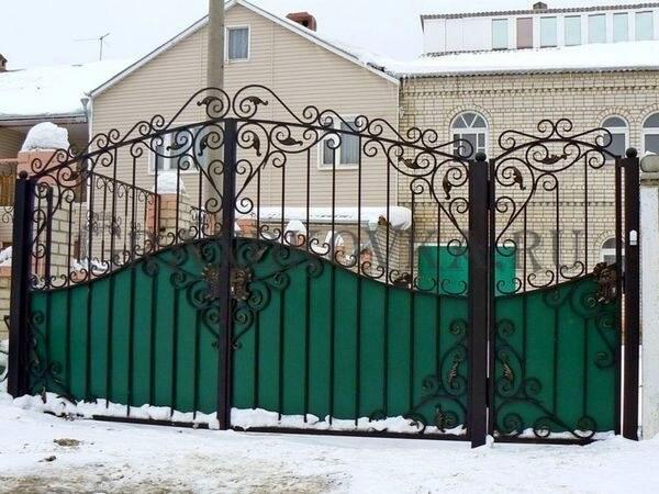 Фото кованых распашных ворот 52