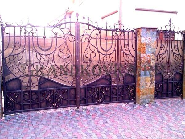 Фото кованых распашных ворот 53