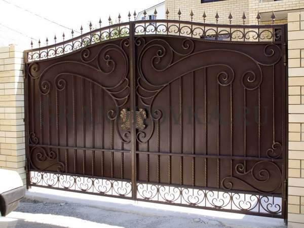 Фото кованых распашных ворот 59