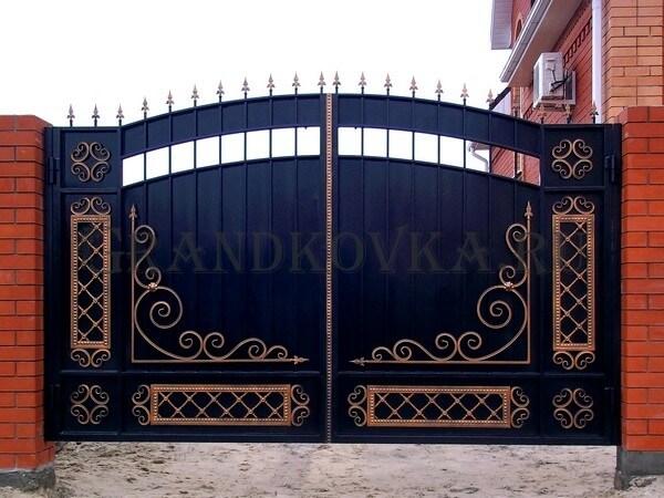 Фото кованых распашных ворот 7