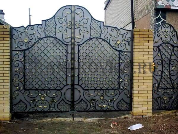 Фото кованых распашных ворот 71