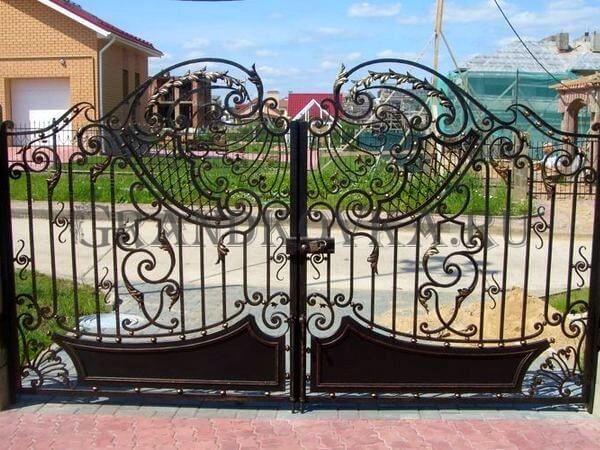 Фото кованых распашных ворот 73