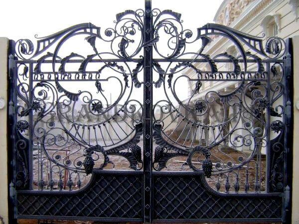 Фото кованых распашных ворот 75