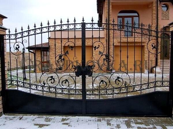 Фото кованых распашных ворот 76