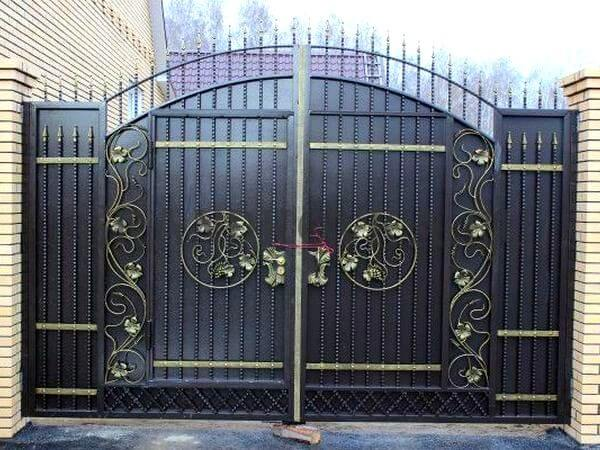 Фото кованых распашных ворот 79