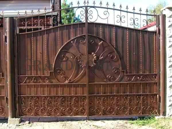 Фото кованых распашных ворот 81