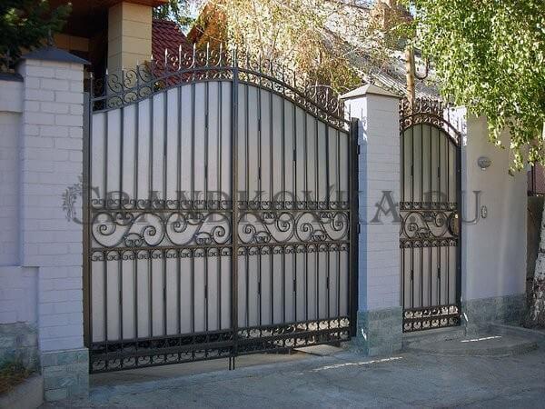 Фото кованых распашных ворот 9