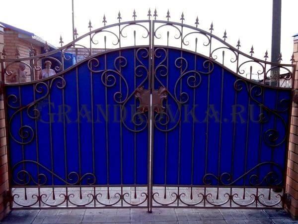 Фото кованых распашных ворот 90