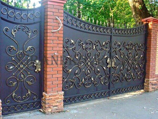 Фото кованых распашных ворот 94