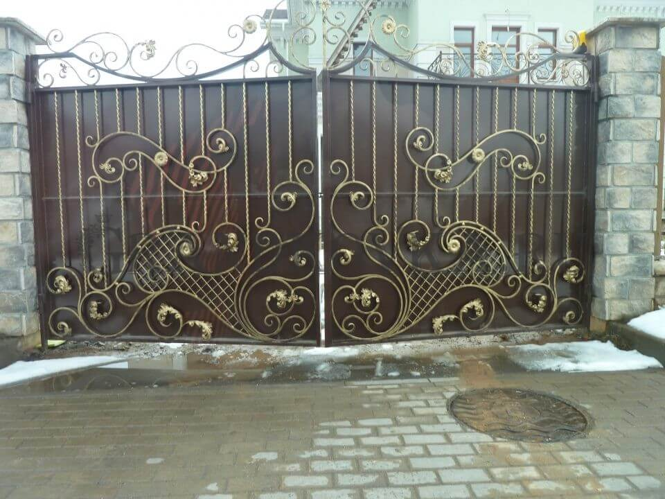 «Душа нараспашку»: правила ухода за распашными воротами