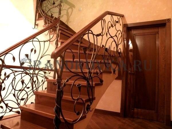 Фото кованой лестницы на второй этаж дома 2