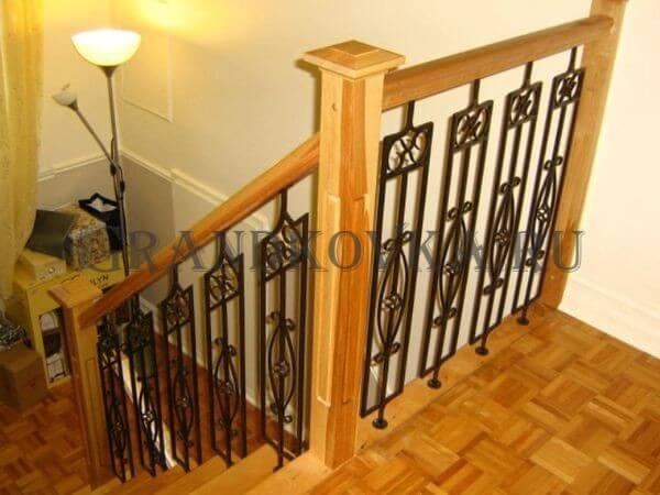 Фото кованой лестницы на второй этаж дома 4