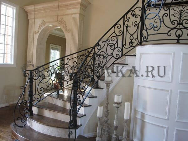 Фото кованой лестницы на второй этаж дома 5