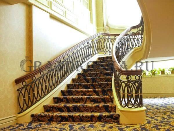 Фото кованой лестницы на второй этаж дома 8