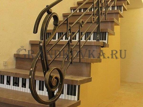 Фото кованой лестницы на второй этаж дома 9