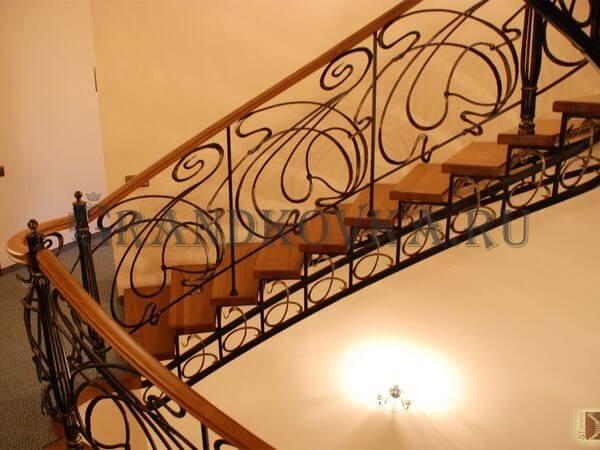 Фото лестницы на металлическом каркасе 1