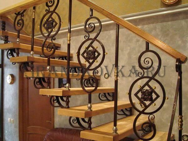 Фото лестницы на металлическом каркасе 10