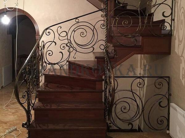 Фото лестницы на металлическом каркасе 2