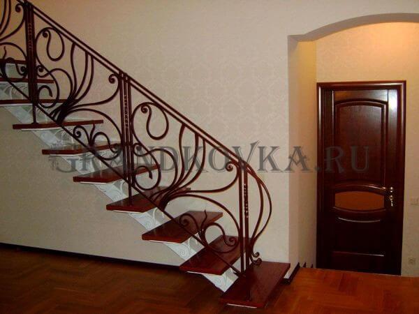 Фото лестницы на металлическом каркасе 6