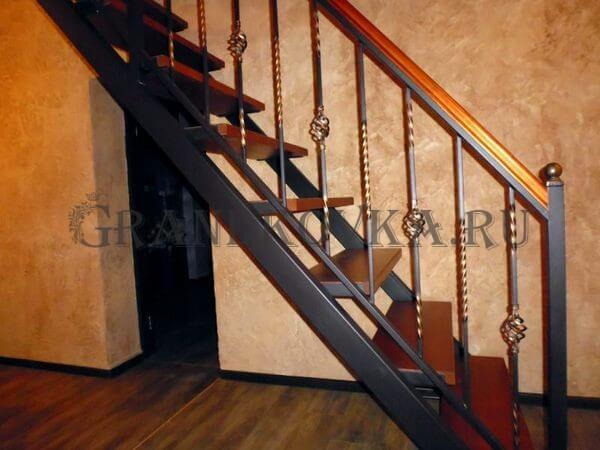 Фото лестницы на металлическом каркасе 7