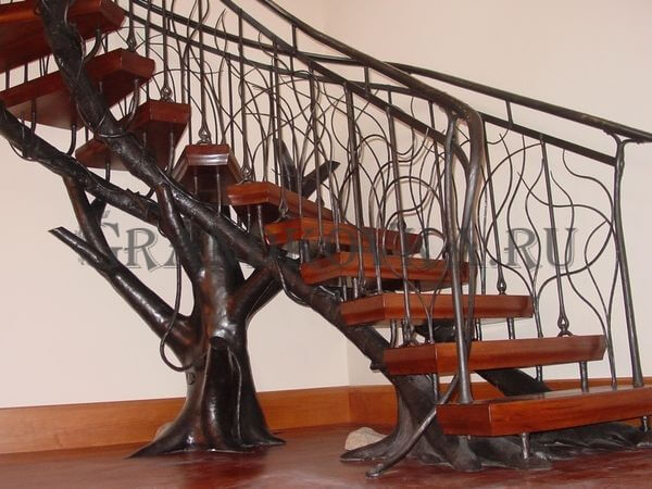 Фото лестницы на металлическом каркасе 9