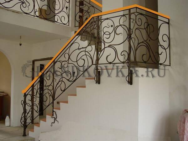 Фото лестницы с поворотной площадкой 1