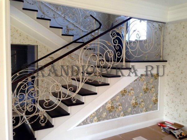 Фото лестницы с поворотной площадкой 2