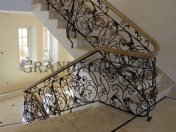 Фото лестницы с поворотной площадкой 3