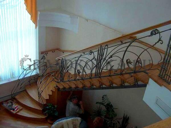 Фото лестницы с поворотной площадкой 6