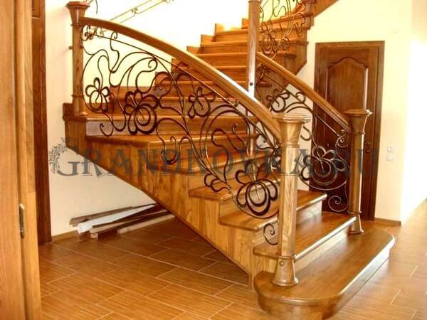Фото лестницы с поворотной площадкой 9