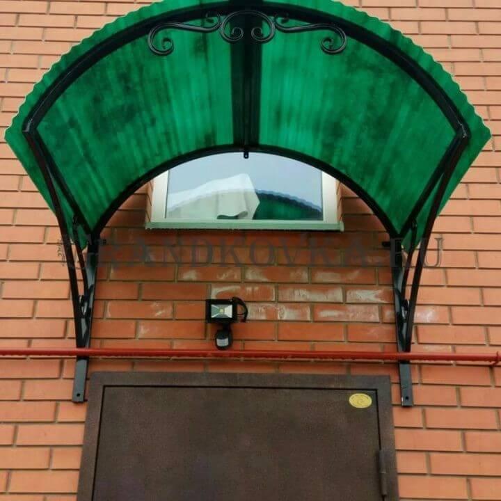 Фото козырька над дверью 10