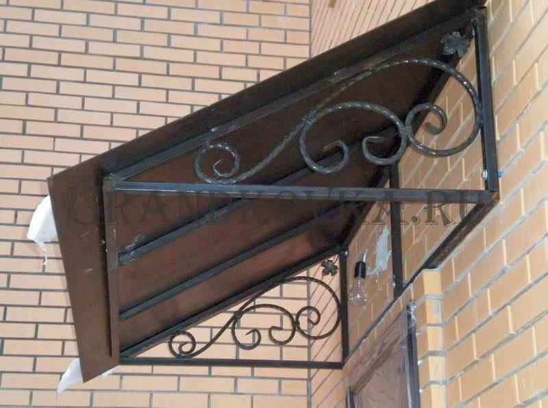 Фото козырька над дверью 15