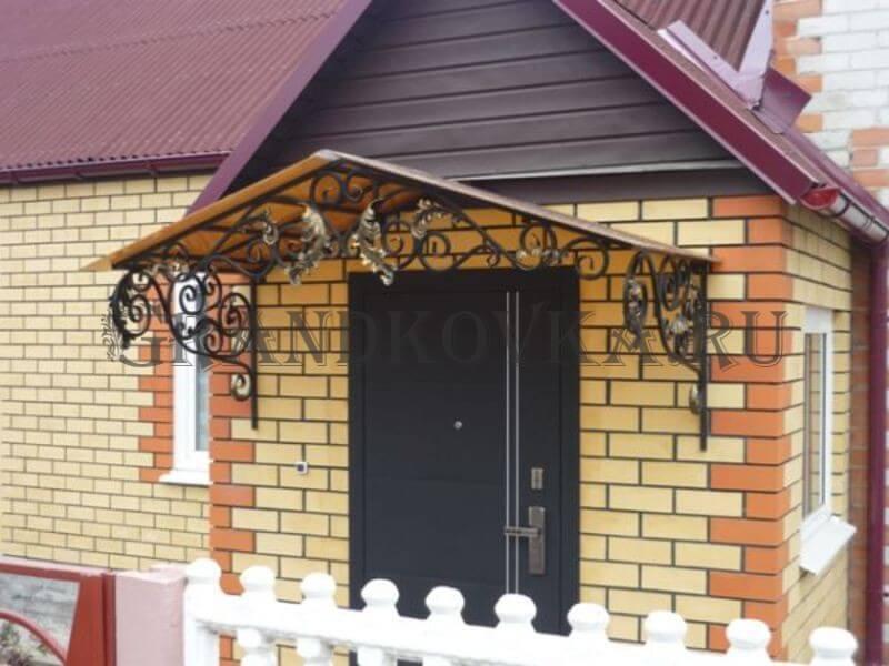 Фото козырька над дверью 2