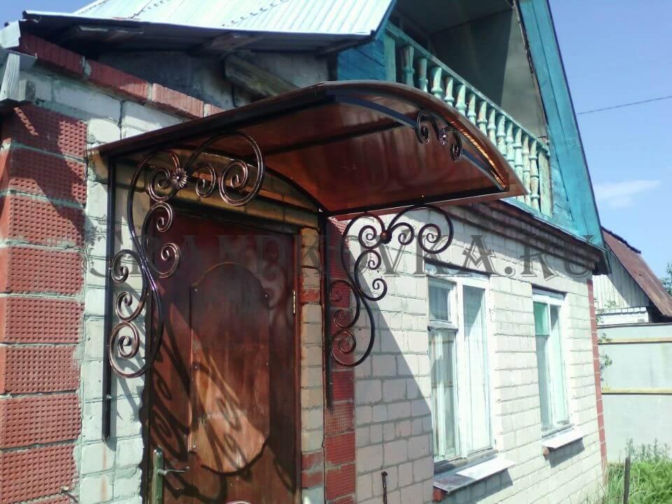 Фото козырька над дверью 8