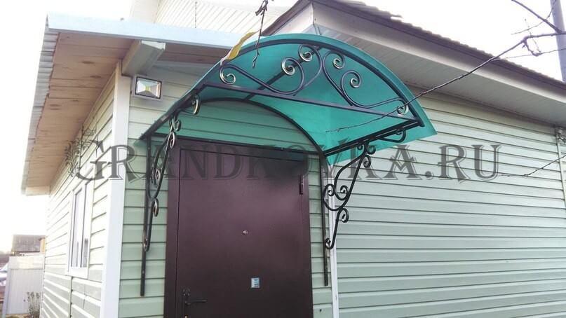 Фото козырька над дверью 9